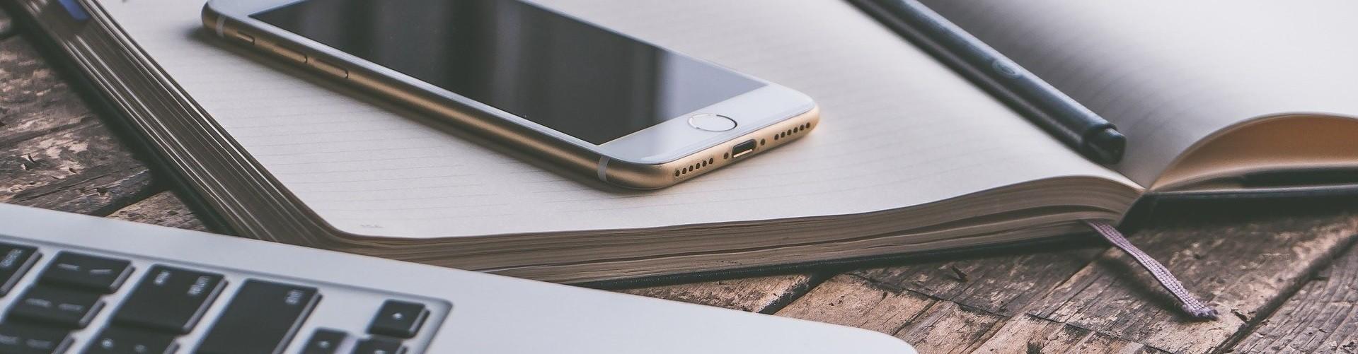 Smartphone auf heft