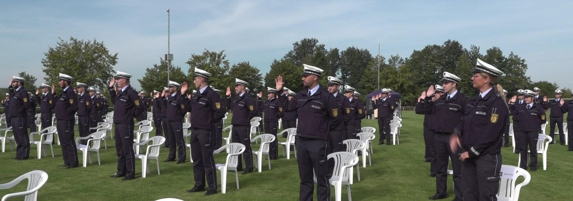 Neue Polizeimeisteranwärter feierlich vereidigt